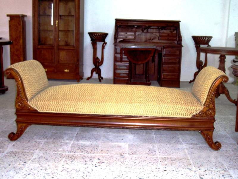 Victorian style fully carved large chaise lounge in solid for Antique style chaise lounge